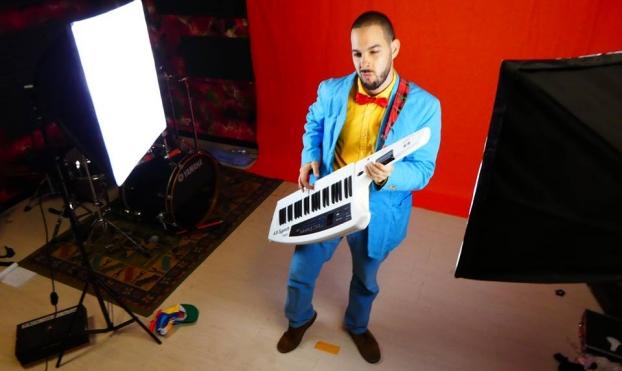 """Saffir Garland – Il coloratissimo videoclip de """"Il nesso"""""""
